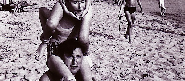 Lebensfreude am Weserstrand in Bremen-Blumenthal Anfang der 1960-er Jahre (Foto: Grziwa)