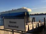 Schiffs-Begegnung an der Weser in Bremen-Blumenthal (Foto: Thomas Grziwa)