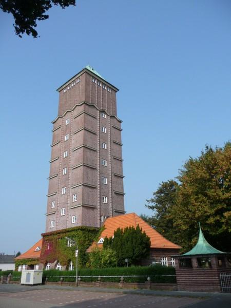 Der Wasserturm - ein weithin sichtbares Wahrzeichen von Bremen-Blumenthal (Foto: wikimedia)